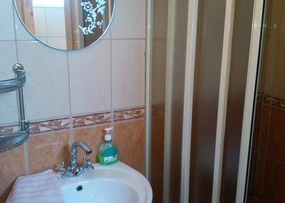 2 ágyas szoba fürdő 1