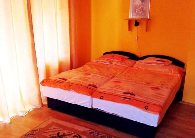 Erkélyes 4 ágyas szoba