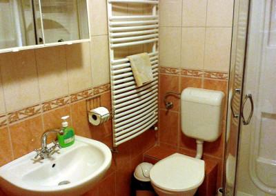 Erkélyes 4 ágyas fürdő