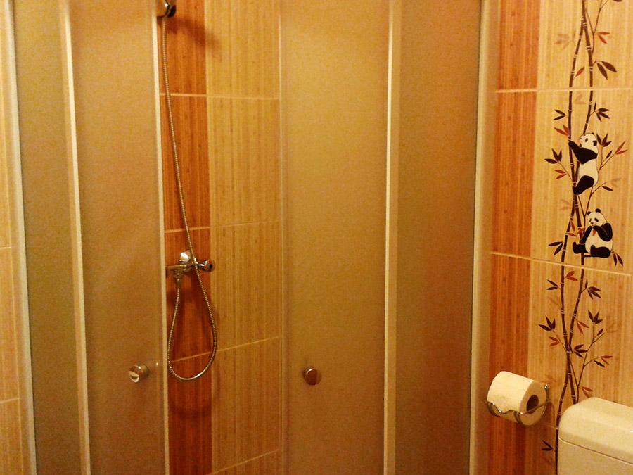 3 ágyas apartman fürdő 1